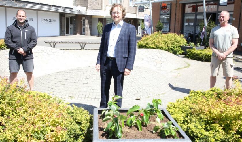 Alexander van Holstein (m) is blij met het initiatief van Richard (l) en Leon.