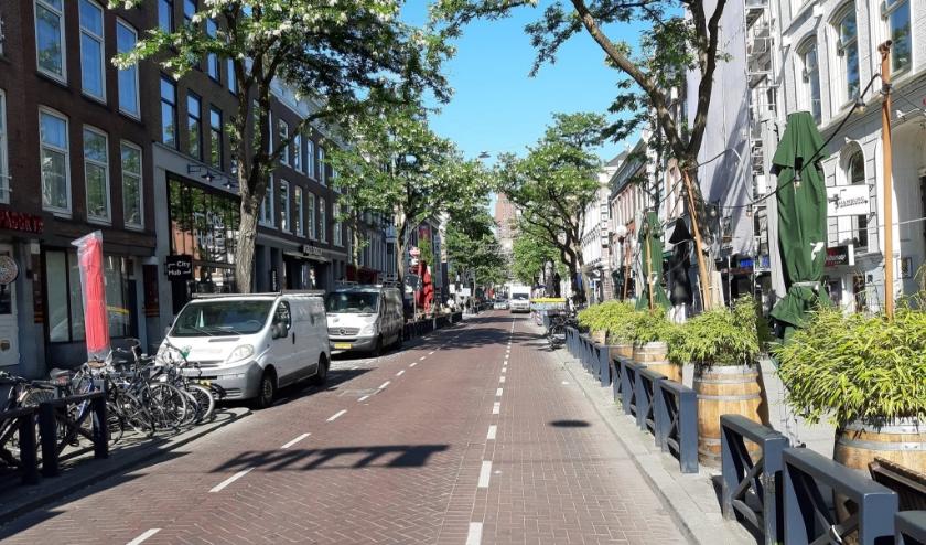 De Witte de Withstraat wordt autovrij om de horecaondernemers extra ruimte te geven.
