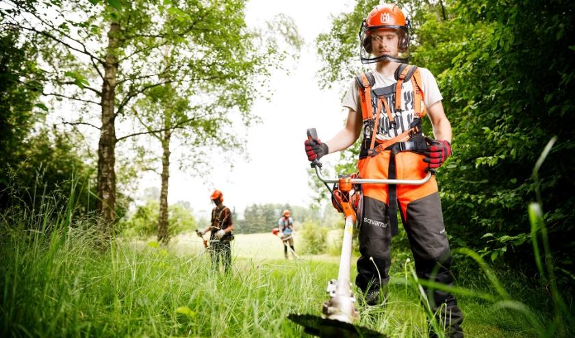 Student Groene leefomgeving bosmaaien