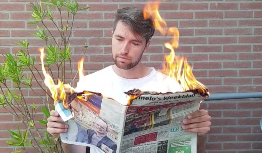 Bart Hoogteyling met 'toevallig' het Ermelo's Weekblad. Het filmpje werd over de hele wereld bekeken.