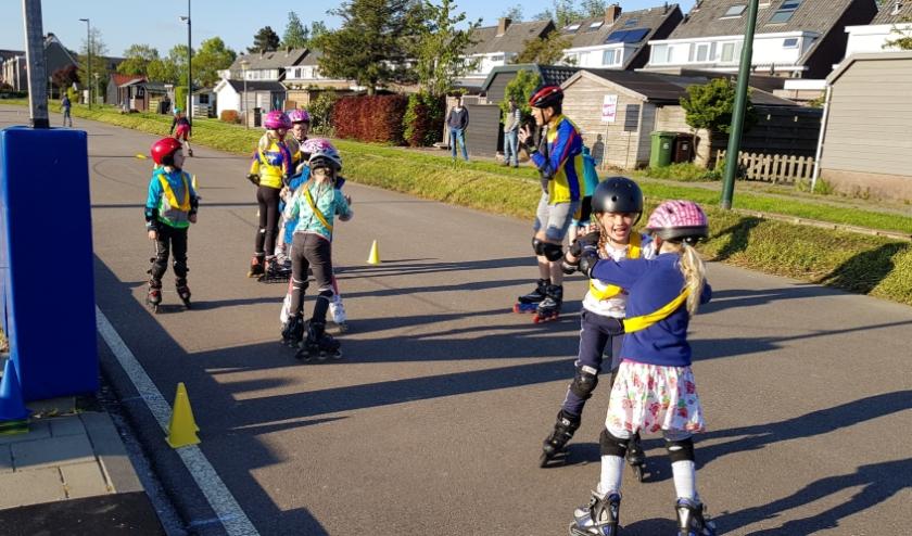Kinderen genoten zichtbaar op hun skates. Foto: IJsclub Otweg