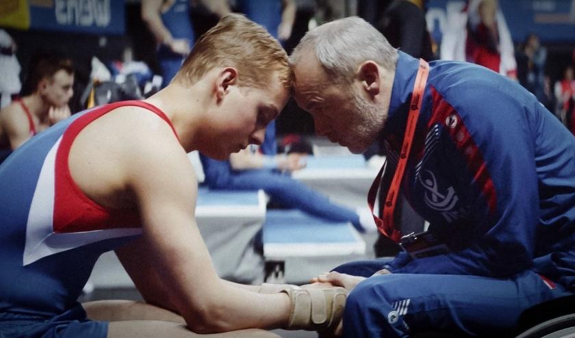Volg in de film Goud een jong turntalent dat op weg naar de Olympische Spelen struikelt over de liefde. (foto's: PR)