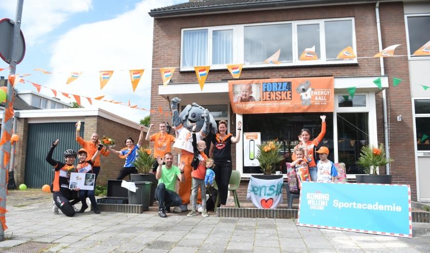 De studenten van het KW1C bezorgden Jenske thuis in Rosmalen een dag om nooit te vergeten! Foto: Henk van Esch Fotografie