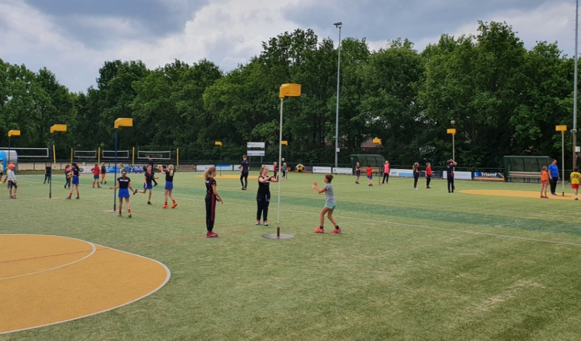 Afgelopen zaterdag kregen de spelers en speelsters uit de E en de D al een eerste clinic van selectiespelers.