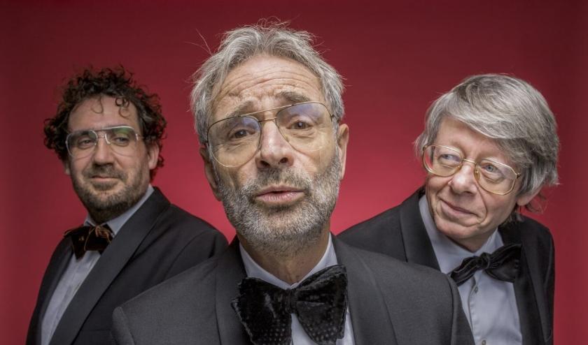 Frank Groothof en pianist Dick van der Stoep laten samen met verteller Gijs Groenteman het publiek kennismaken met het rijke repertoire van de bekende Twentse componist Harry Bannink.