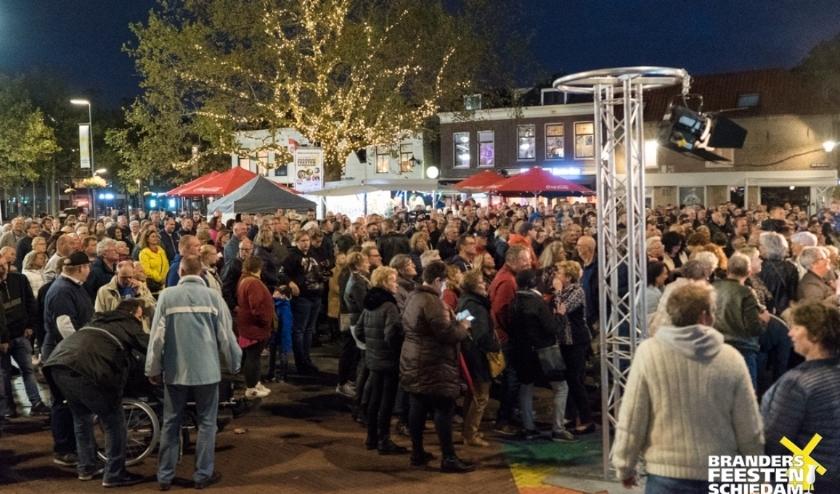 Het beeld van de Brandersfeesten 2019. Zoveel mensen op zo weinig vierkante meter is anno nu niet wenselijk. (foto: Brandersfeesten.nl)