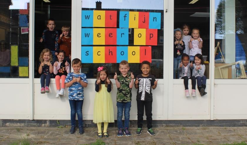 De kinderen uit groep 1/2 van de Franciscusschool in Middelburg zijn blij dat ze weer naar school mogen.