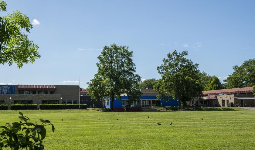 RSG NO-Veluwe in Epe (zie foto) en de christelijk college de Noordgouw in Heerde zijn er helemaal klaar voor. Vanaf deze week zijn de leerlingen weer welkom. Foto: Dennis Dekker