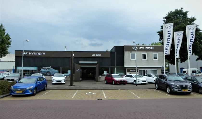 Het pand van Garage van Dalen in Schiedam aan de Fokkerstraat 481 in Schiedam.