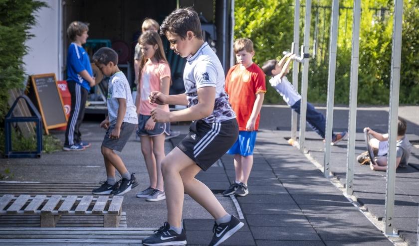 Buiten trainen: De jeugd geniet er van bij Sportschool Slingerland! (Foto: Wijntjesfotografie.nl)