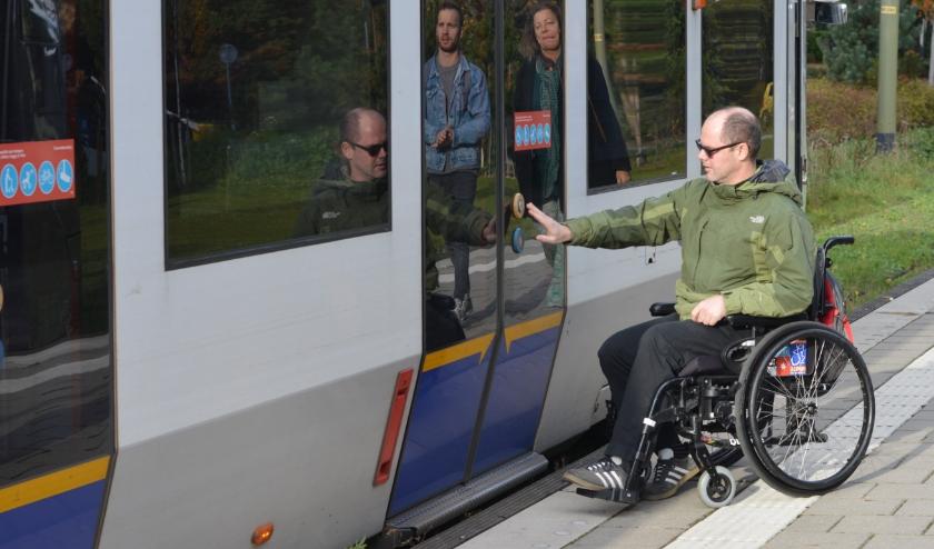 Niet elke halte van het ov in Den Haag is zo rolstoeltoegankelijk. Hierdoor is de bewegingsvrijheid van mensen met een beperking minder groot.