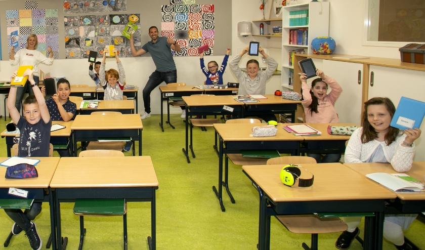 Kinderen van de 2stroom in Hendrik-Ido-Ambacht zijn blij weer naar school te kunnen.