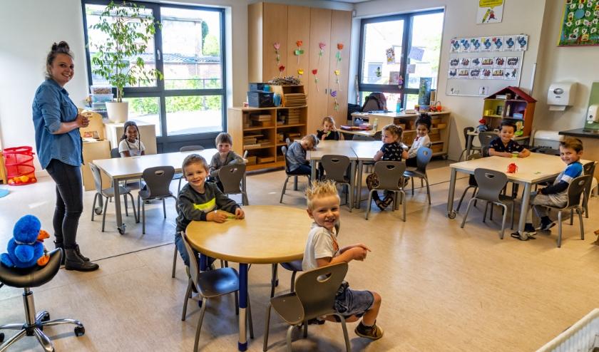 Het was voor iedereen, leerkrachten en leerlingen wel even wennen aan de nieuwe situatie met gehalveerde klassen, de anderhalvemeter-regel, en de mondkapjes. Foto: Ton van de Vorst