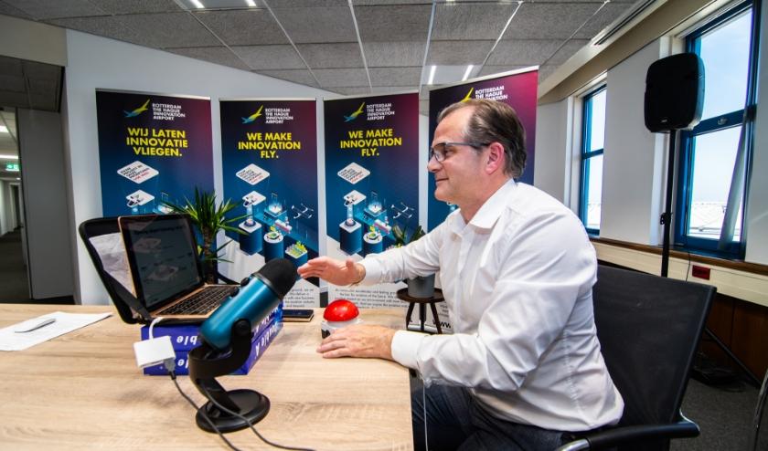 Projectleider van stichting RHIA Lucien Versteeg (Airport Technology Lab) deed de opening digitaal vanwege de coronamaatregelen waardoor fysieke bijeenkomsten niet mogelijk zijn.