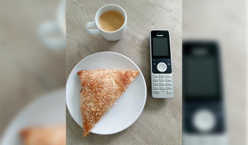 Het enige wat u nodig heeft is een gemakkelijke stoel, een kopje koffie en een (vaste of mobiele) telefoon. Eigen foto