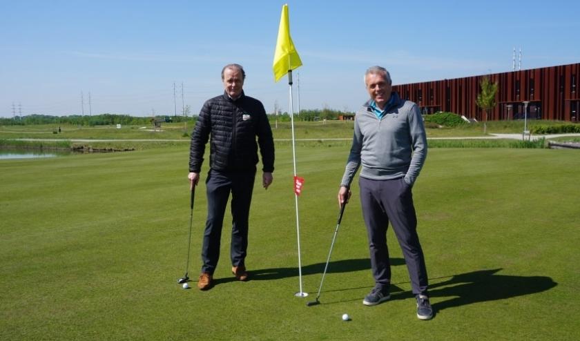 Prof. dr. Casper van Eijck en Onno Jacobs, directeur Golfbaan Bentwoud