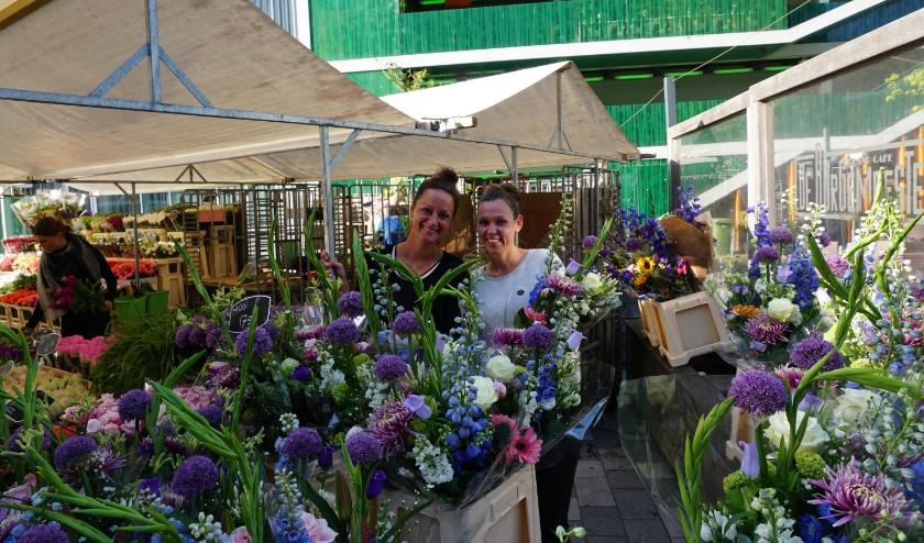 Ook de verkopende dames straalden dat ze weer aan het werk konden. Foto: Louise Mastenbroek