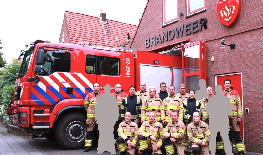 Het team van de Vrijwillige Brandweer Bennekom. Maar wat betekenen die wazige figuren erbij? Vacatures!