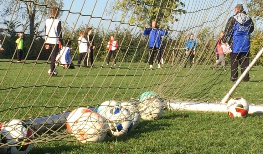 De Voetbalschool wordt om de week, tot eind juni, gehouden.