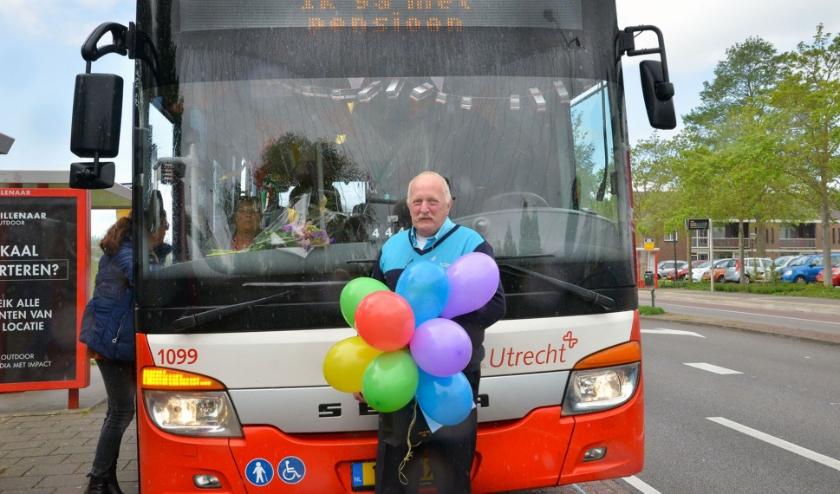 Chauffeur Hans van de Pol is met pensioen en maakte donderdag zijn laatste busrit van Gouda naar Utrecht. (Foto: Paul van den Dungen)