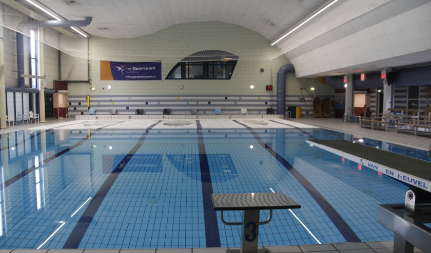 Er kan weer, Coronaproof, een frisse duik in het binnenzwembad worden genomen