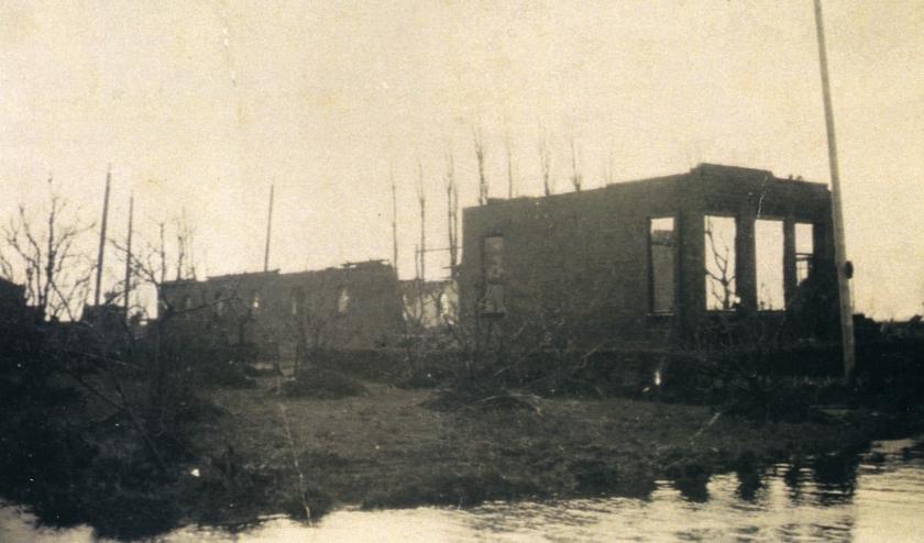 De uitgebrande boerderij van veehouder Ooms. (Foto: Beeldbank HVC)