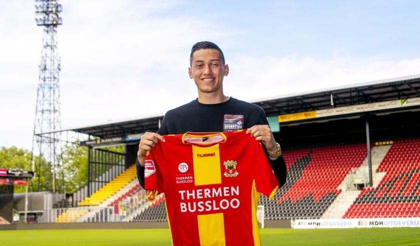 Jay Idzes is na Luuk Brouwers (FC Den Bosch) de tweede aanwinst voor Go Ahead Eagles. Hij tekent - onder voorbehoud van medische keuring - een contract voor drie jaar. (Foto: Erik Pasman)