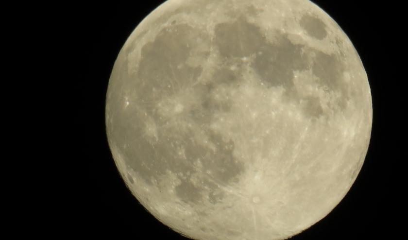De maan rond 00.30 uur