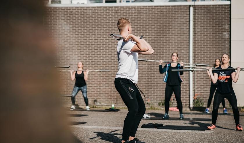Trainen op de parkeerplaats aan de Industrielaan. (Foto's: The Power Community Veenendaal en Pieter Vane)