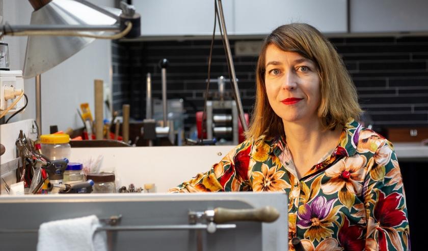 Nicoline van Boven, portret in atelier