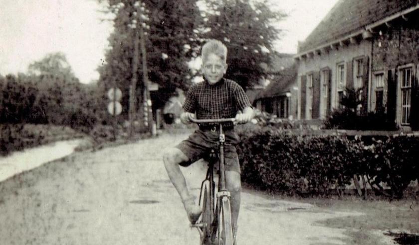 Henk Huizer kwam als 8-jarige evacué in de zomer van 1944 naar Linschoten. Ook zijn verhaal is opgetekend. (Foto: familierachief Huizer)