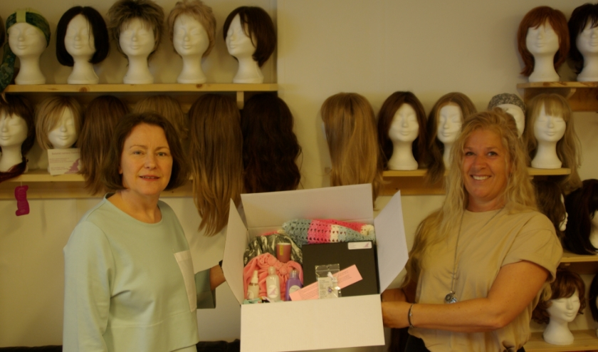 Karin van Leusen en Esther Hogeweg-Hollander van Hair4Her tonen de Out-of-the-box.