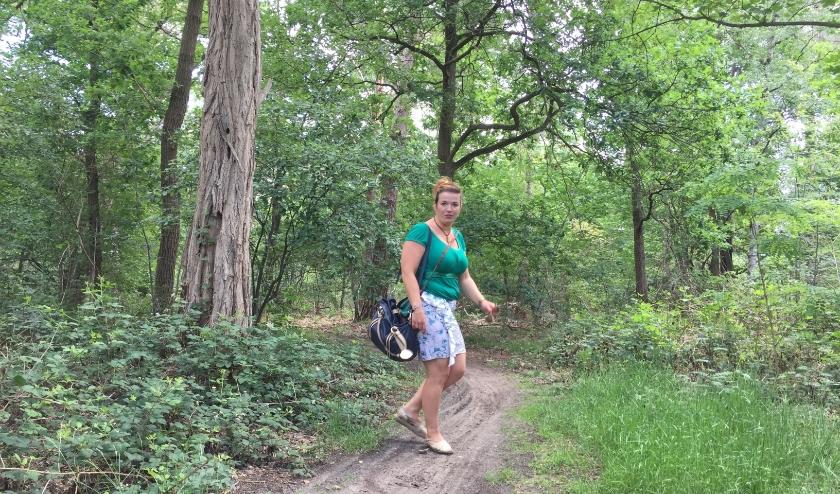 Mirjam Kaarsemaker combineert haar liefde voor Gambia met wandelingen in de bossen.