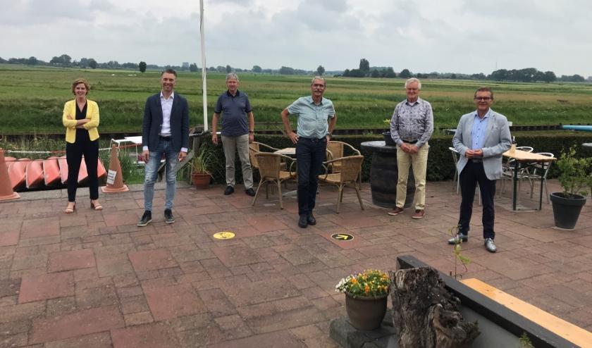 Van links af Hilde Palland, Remco Dijkstra, Teun Juk, Bert van der Stoep, Harry Kremer en Hans van Ark.
