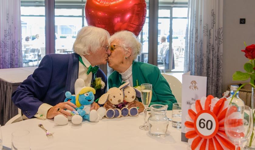 """Toch 60 jarig Huwelijksfeest op 2de Pinksterdag in Oud London. Knuffels in plaats van omhelzingen.""""Jammer dat u het niet kunt vieren. Maar we doen het toch"""". Alleen een dagje later."""