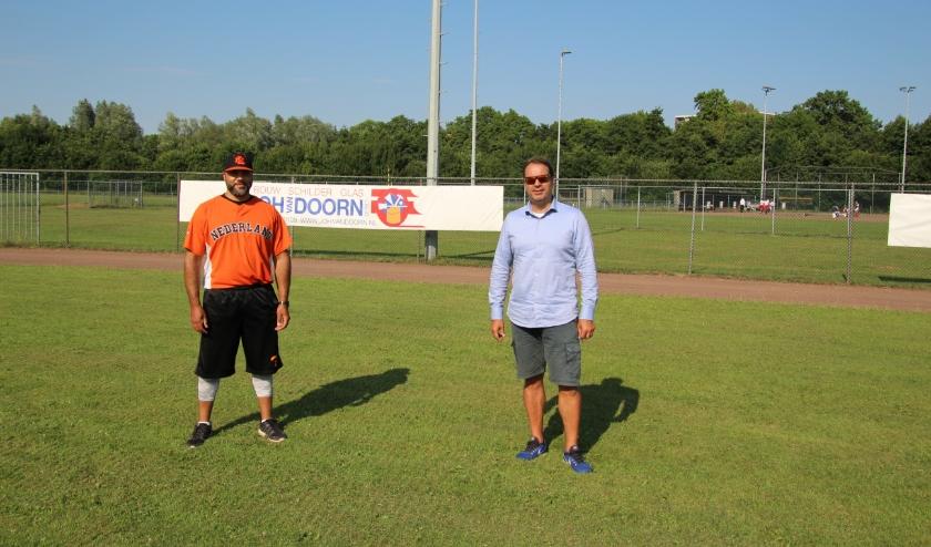 Vince Rooi en Atilla van Dam (voorzitter HSV Centrals)