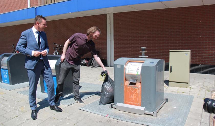 Bij het plaatsen van afval naast de container gaan alle toeters en bellen af