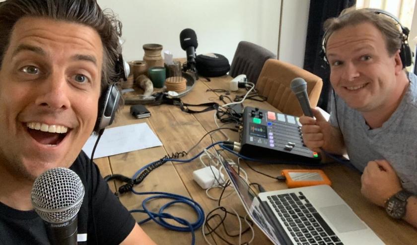 Jordy Graat en Rob Kemps tijdens het samenstellen van de podcast Groeten uit het Zuiden.