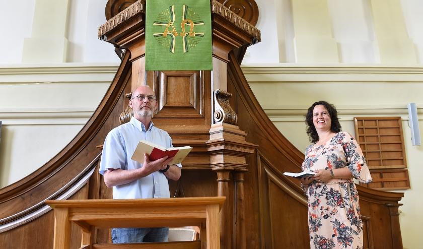 Theo Menting en Gerjanne van der Velde - Meijer in de Nederlands hervormde kerk in Gendringen. (foto: Roel Kleinpenning)
