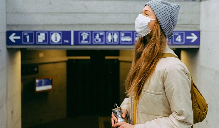 Mondkapje in het openbaar vervoer.