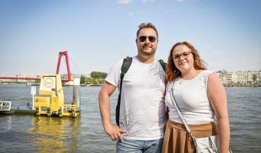 Rene en Nancy geven het goede voorbeeld. Recreëren aan de Nieuwe Maas (en óp het water) is één van de speerpunten in een nieuwe zomercampagne van de gemeente. (Foto: Caro Linares)