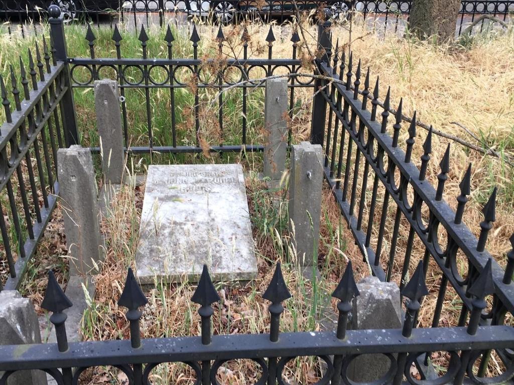 Een slecht onderhouden graf. Foto:  © DPG Media