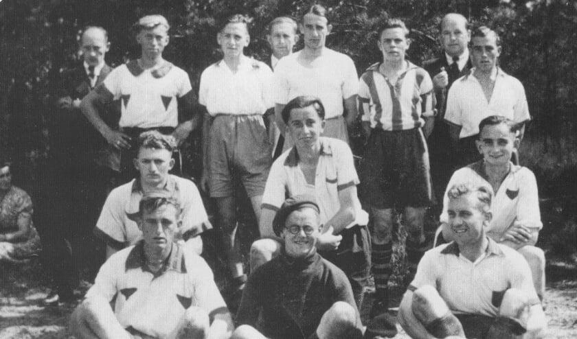 Beerse Boys in 1947. Tekst: heemkundekring Den Beerschen Aard.