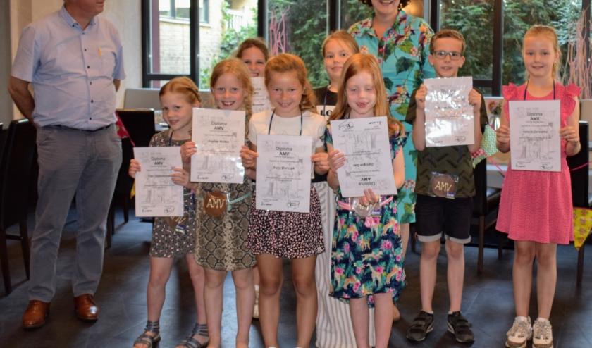 Trotse AMV-leden met hun welverdiende diploma.  (Foto: Mieke van 't Oever)