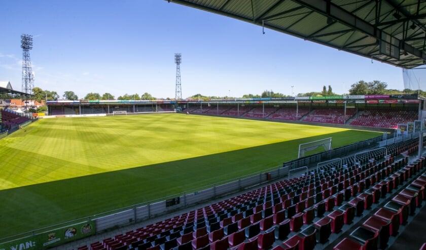 Ook in de aankomende voetbaljaargang kunnen supporters die een steuntje in de rug nodig hebben wedstrijden van Go Ahead Eagles in De Adelaarshorst bezoeken. (Foto: Erik Pasman)