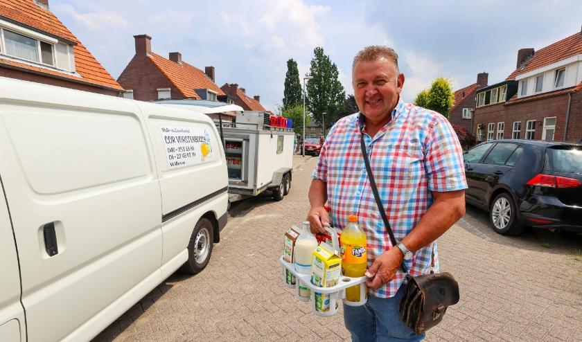 Cor Vorstenbosch, de laatste huis-aan-huis melkboer van Veldhoven stopt er mee. FOTO: Bert Jansen.