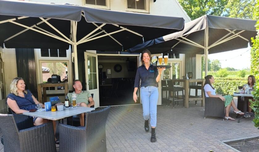 Het terras bij dinercafé 't Kroegske in Oirschot.