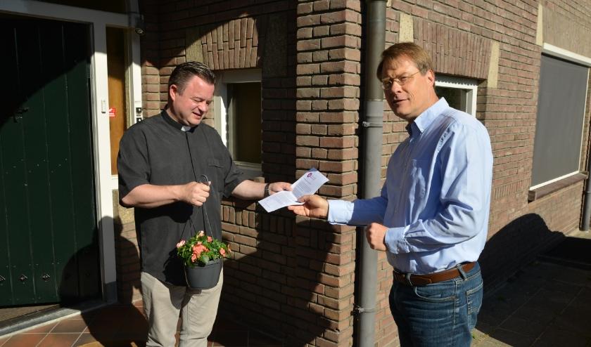 Diaken Bas Leijten kreeg daags voor Pinksteren, de Pinkstergroet van Pieter Jan van der Zaag.