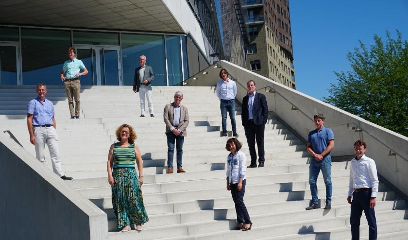 Vertegenwoordigers van alle betrokken partijen stralen in de zon. (Foto: Louise Mastenbroek)