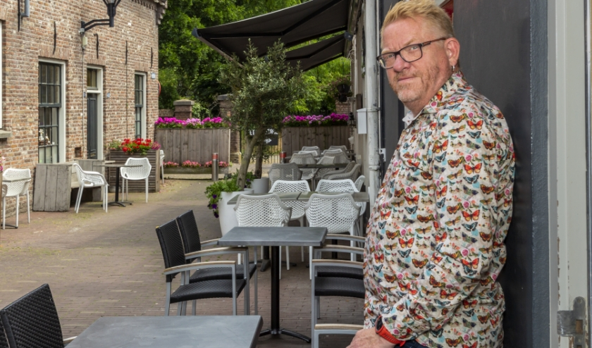 Jan Nijlant van Café Rooie Jan stond drie dagen in de week op de vuilniswagen. (foto: Bas Bakema)